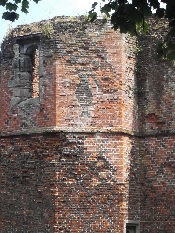 kirby-muxloe-castle-2